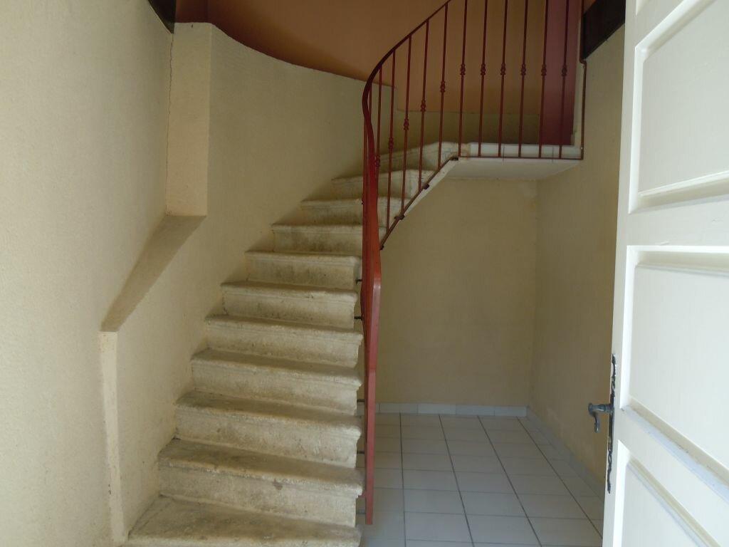 Appartement à louer 4 107m2 à Saint-Sever vignette-3