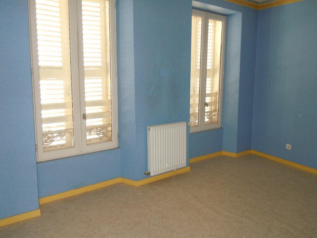 Appartement à louer 4 107m2 à Saint-Sever vignette-4