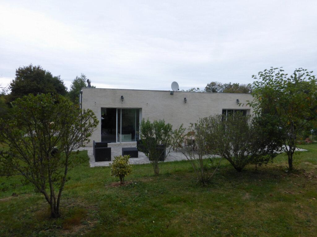 Maison à vendre 5 130m2 à Sainte-Colombe vignette-1