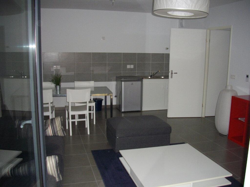 Appartement à vendre 3 59.03m2 à Mont-de-Marsan vignette-3