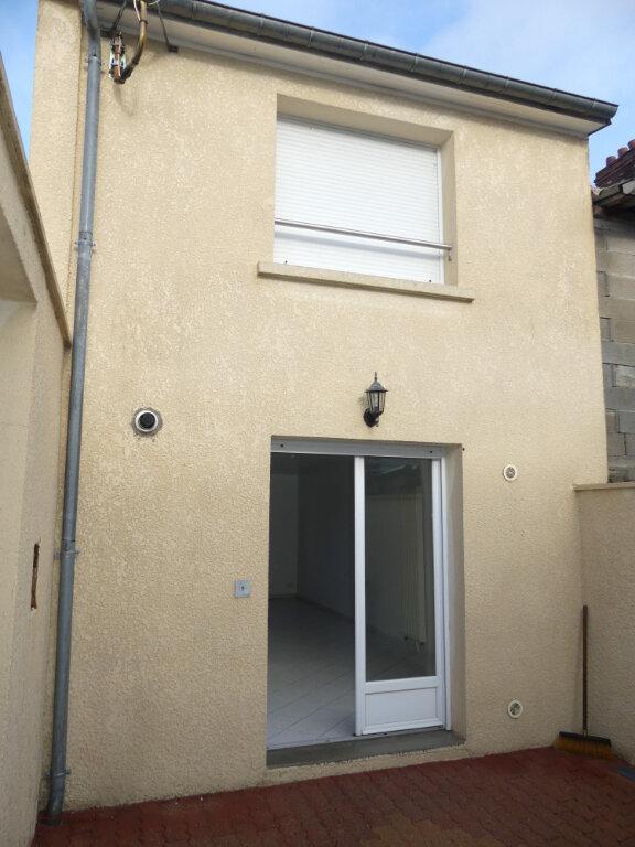 Maison à louer 3 50m2 à Saint-Just-en-Chaussée vignette-1