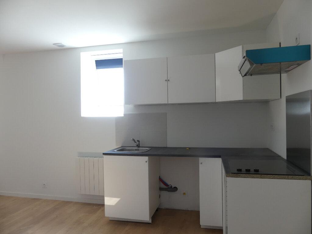 Appartement à louer 2 27m2 à Saint-Just-en-Chaussée vignette-1