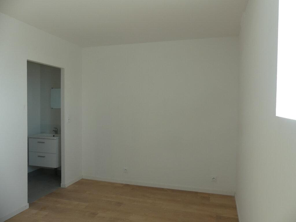 Appartement à louer 2 27m2 à Saint-Just-en-Chaussée vignette-2