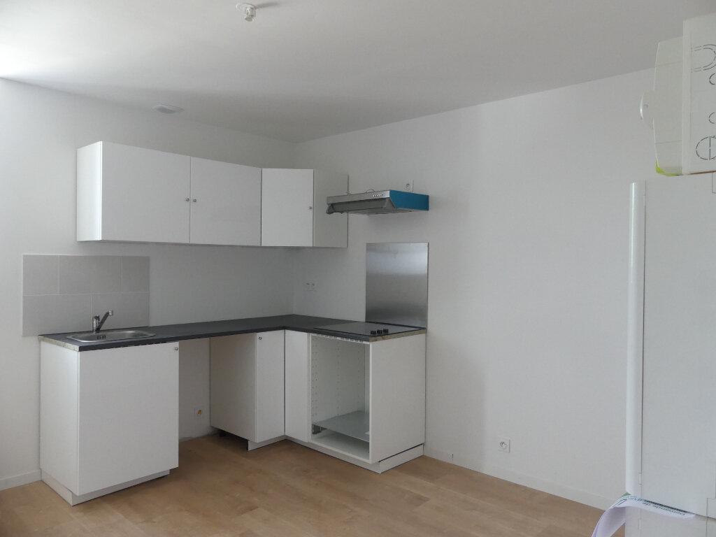 Appartement à louer 2 32.72m2 à Saint-Just-en-Chaussée vignette-1