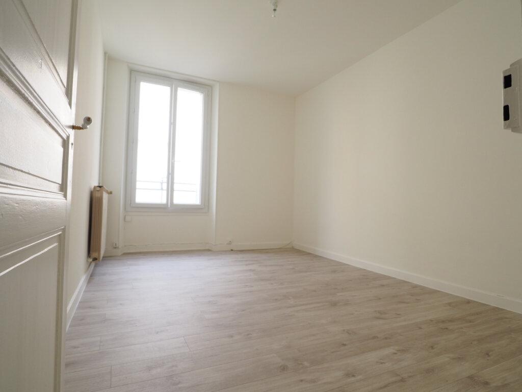 Appartement à louer 3 60m2 à Aix-les-Bains vignette-1