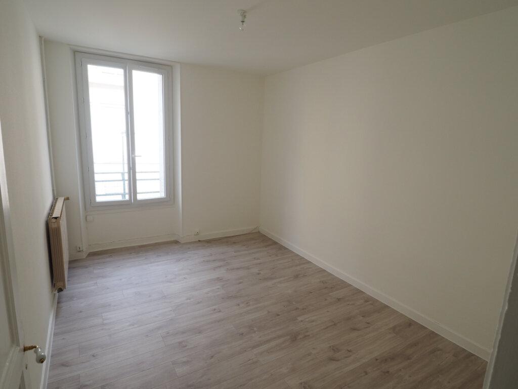 Appartement à louer 3 60m2 à Aix-les-Bains vignette-2