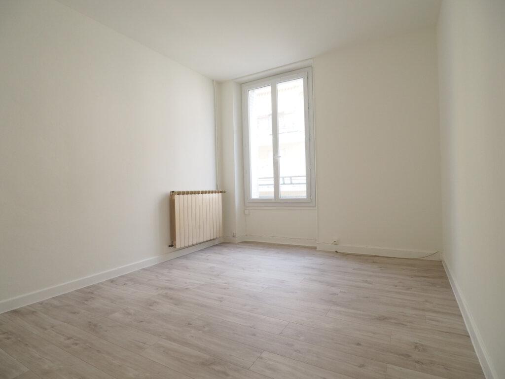 Appartement à louer 3 60m2 à Aix-les-Bains vignette-3