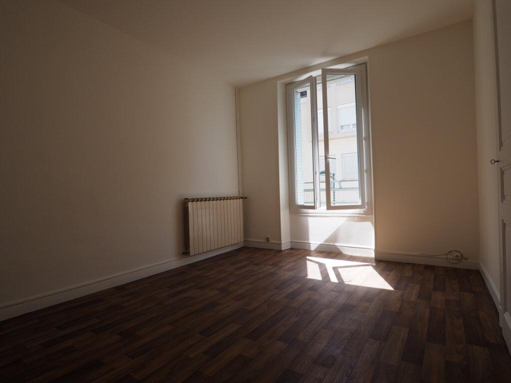 Appartement à louer 3 60m2 à Aix-les-Bains vignette-5