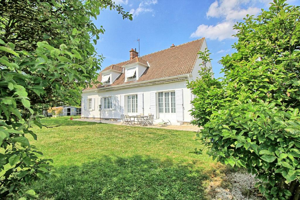 Maison à vendre 9 235m2 à Estrées-Saint-Denis vignette-1