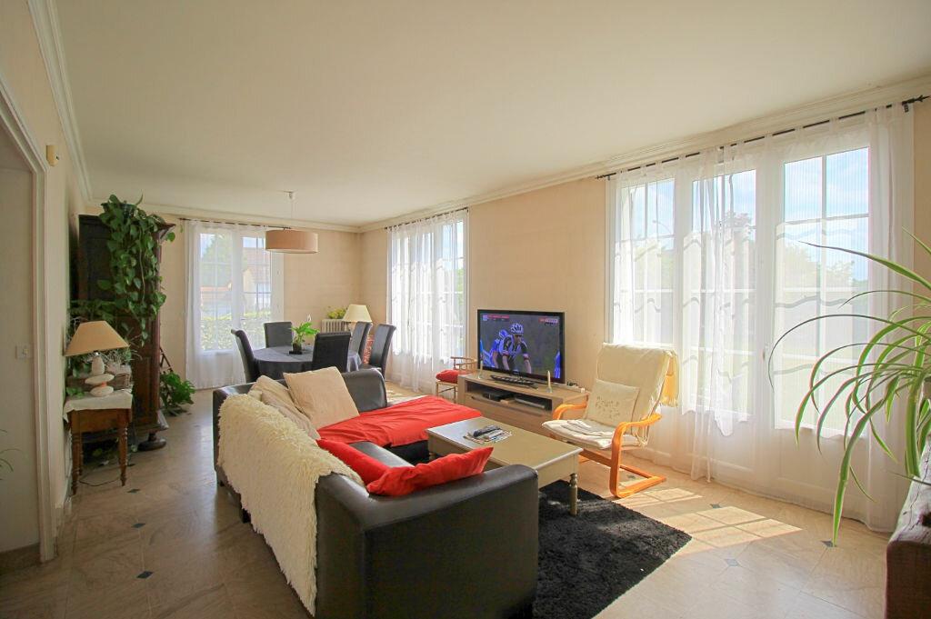 Maison à vendre 9 235m2 à Estrées-Saint-Denis vignette-2