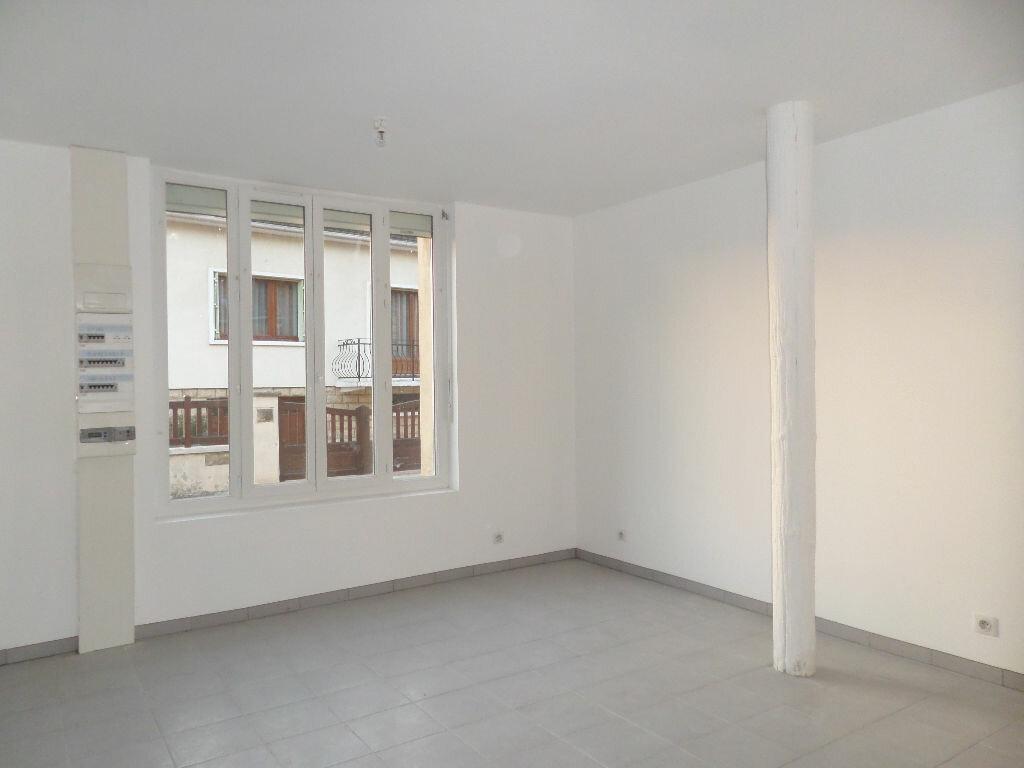 Appartement à louer 4 58.51m2 à Longueil-Sainte-Marie vignette-1