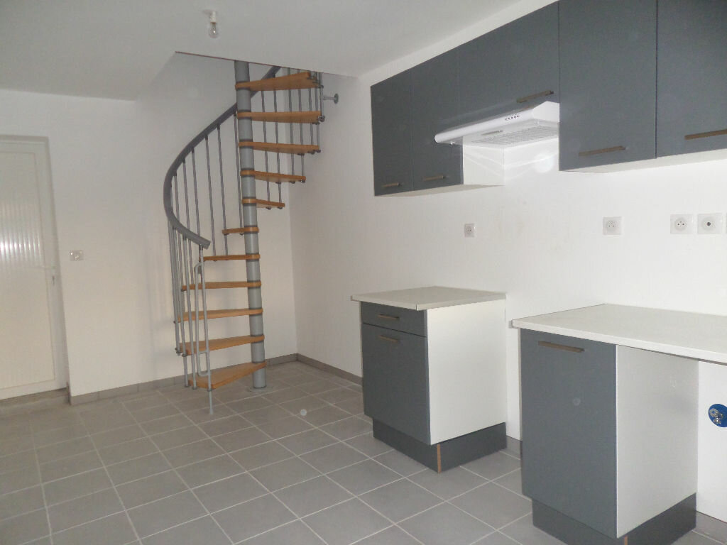Appartement à louer 4 58.51m2 à Longueil-Sainte-Marie vignette-2