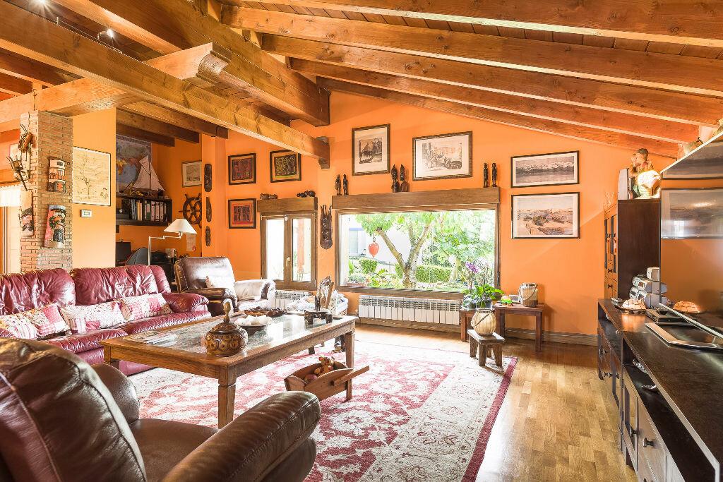 Maison à vendre 6 300m2 à Hendaye vignette-10