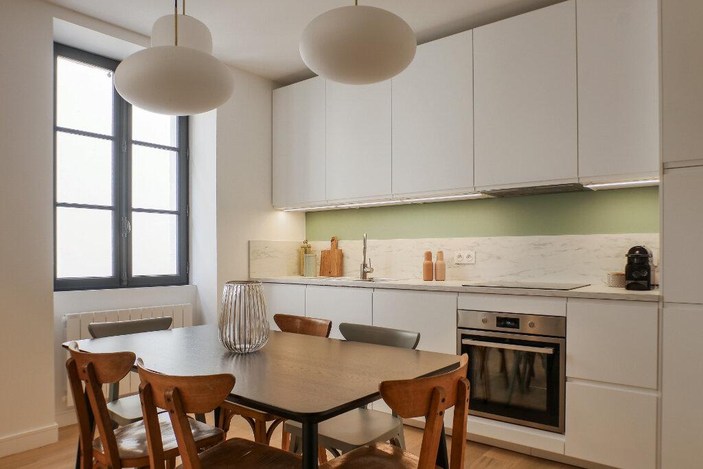 Appartement à vendre 3 63m2 à Saint-Jean-de-Luz vignette-2