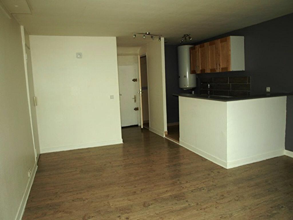 Appartement à louer 3 53m2 à Magny-en-Vexin vignette-1