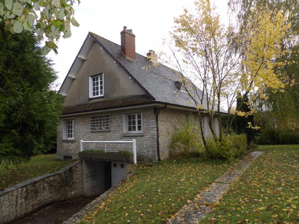 Maison à louer 7 115m2 à La Chapelle-en-Vexin vignette-1