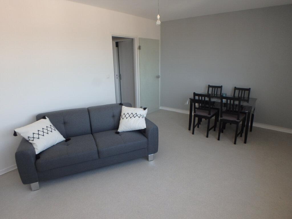 Appartement à louer 2 53.75m2 à Metz vignette-1