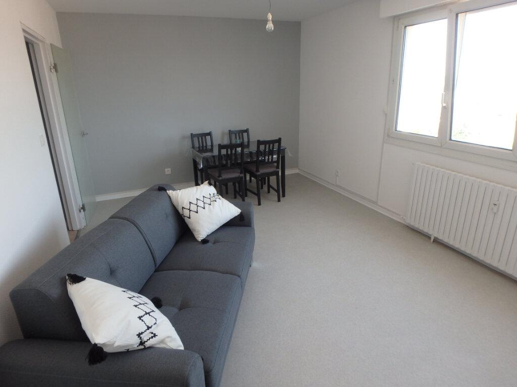 Appartement à louer 2 53.75m2 à Metz vignette-2
