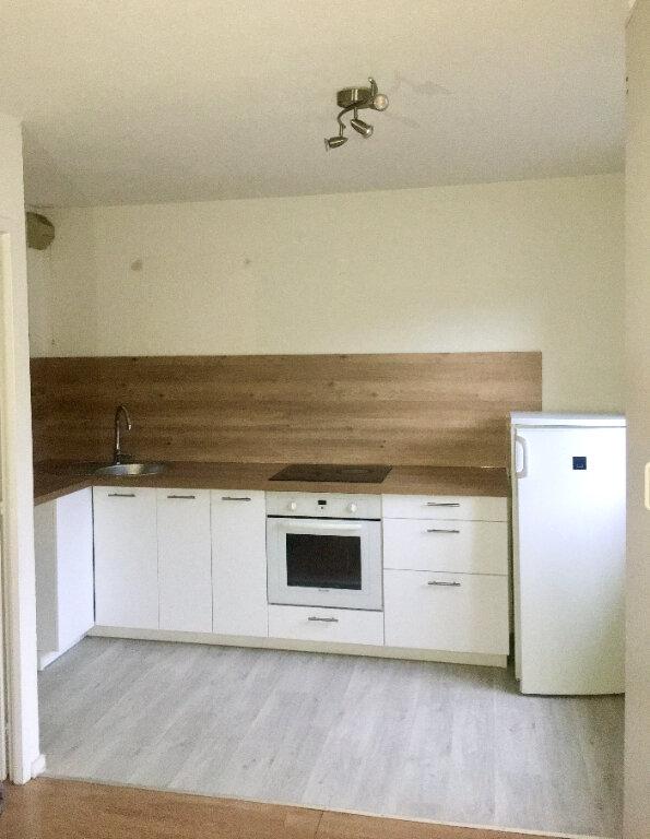 Appartement à louer 1 27m2 à Gex vignette-2