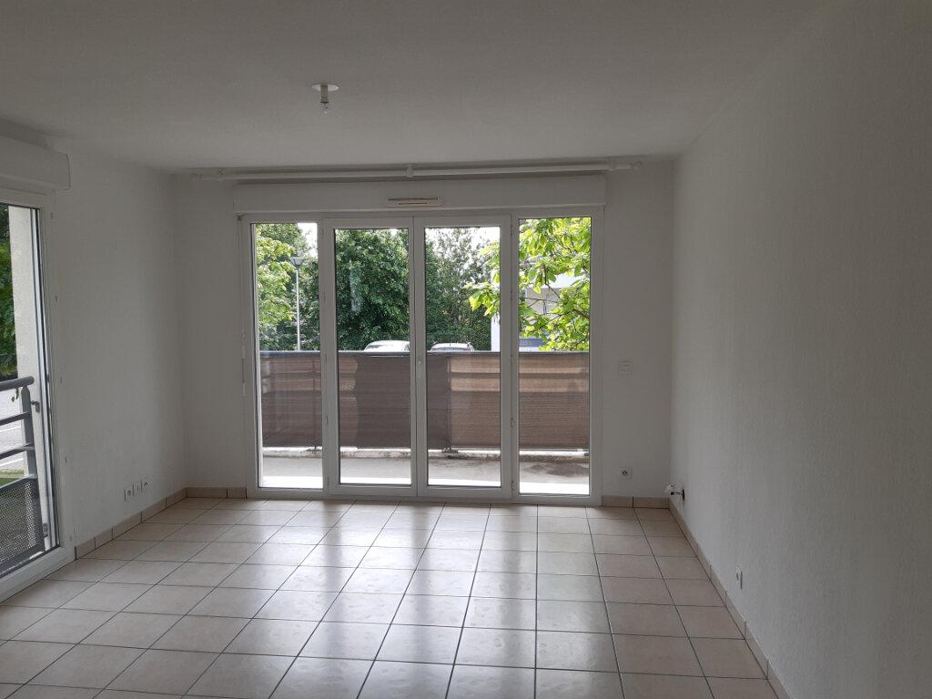 Appartement à louer 3 55.63m2 à Gex vignette-4