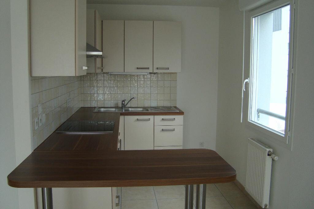 Appartement à louer 3 66.77m2 à Prévessin-Moëns vignette-2