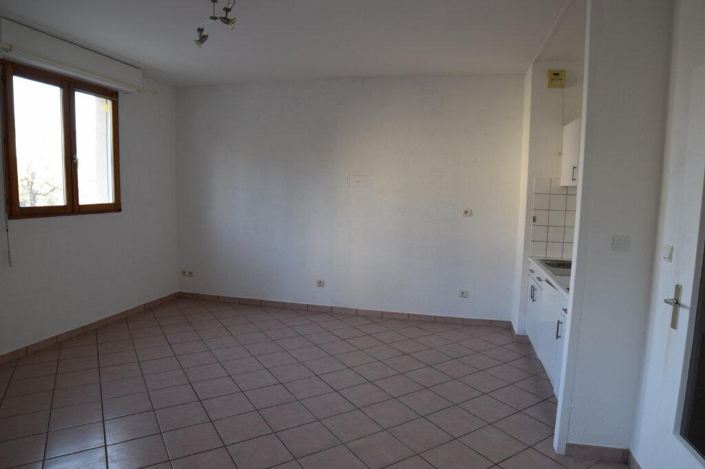 Appartement à louer 2 46m2 à Gex vignette-1