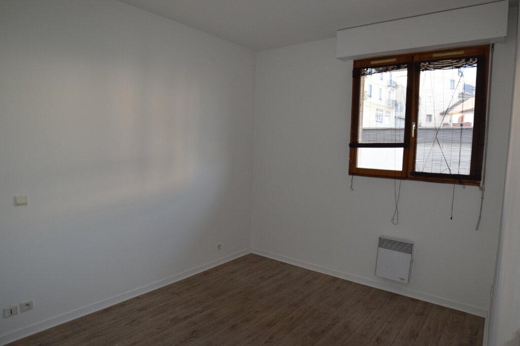 Appartement à louer 2 46m2 à Gex vignette-3