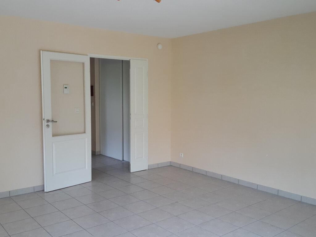 Appartement à louer 2 55.71m2 à Gex vignette-5