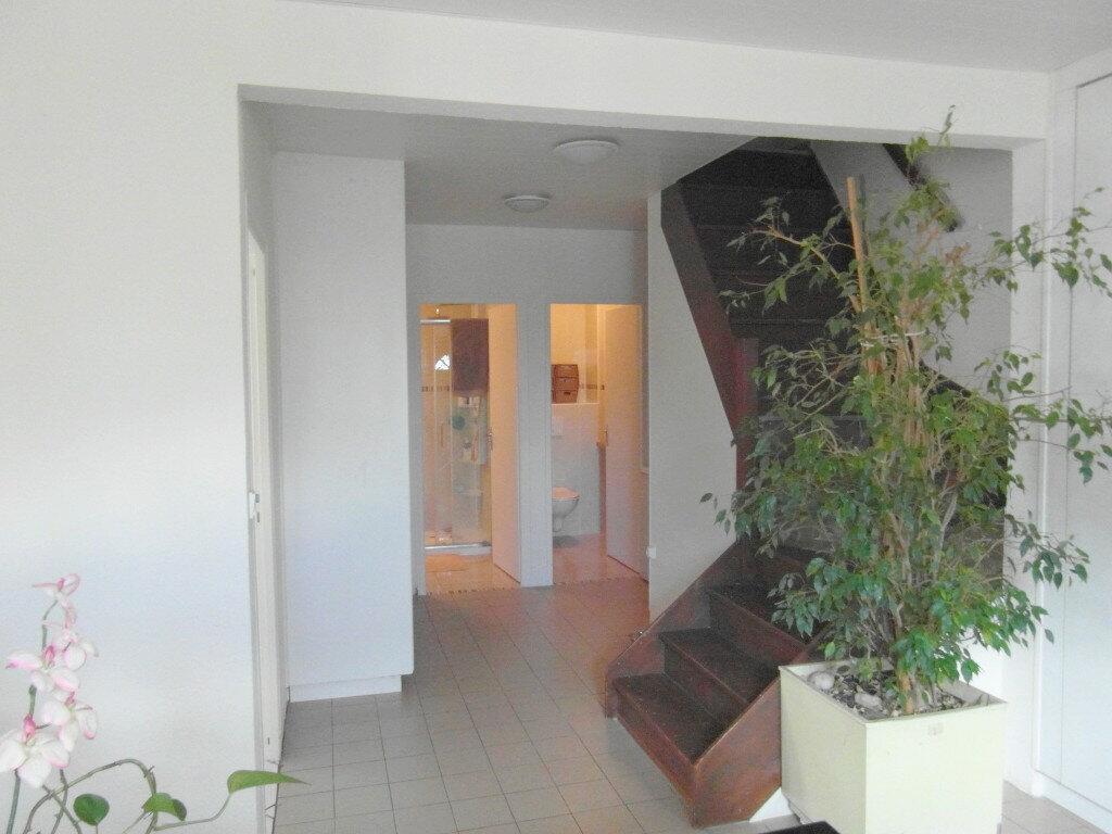 Maison à vendre 5 170m2 à Saint-Genis-Pouilly vignette-2