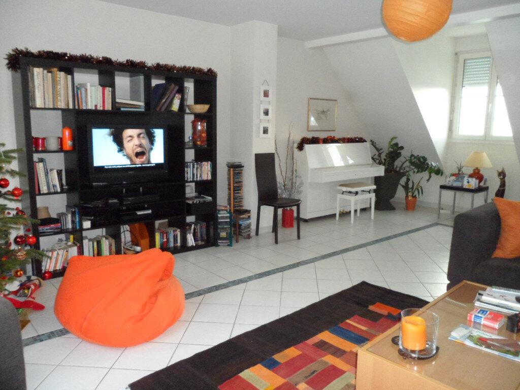 Appartement à louer 4 114.9m2 à Gex vignette-9