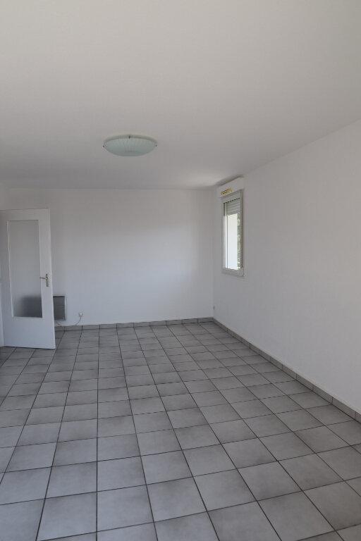 Appartement à louer 4 82m2 à Gex vignette-5