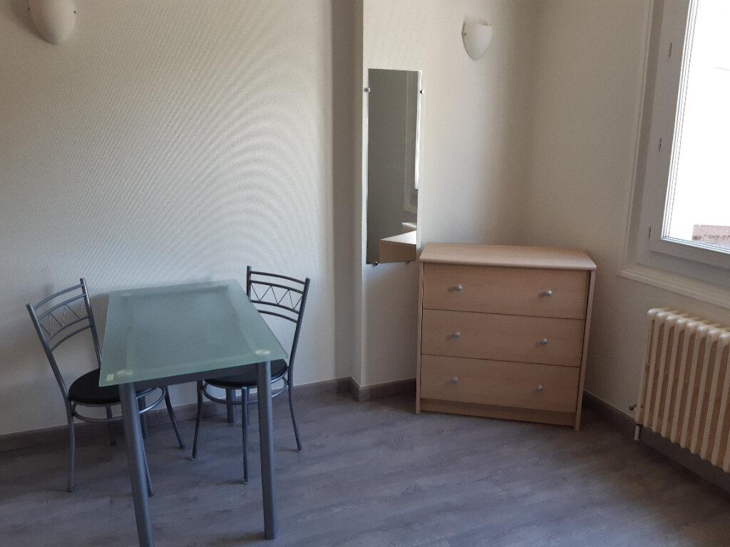 Appartement à louer 1 19.68m2 à Gex vignette-4