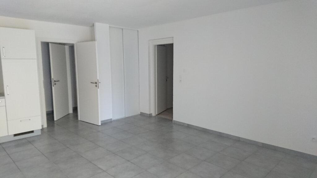Appartement à louer 2 53.93m2 à Gex vignette-1