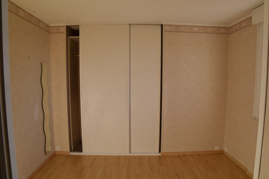 Appartement à louer 4 129.84m2 à Gex vignette-9