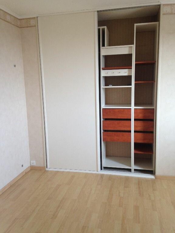 Appartement à louer 4 129.84m2 à Gex vignette-10