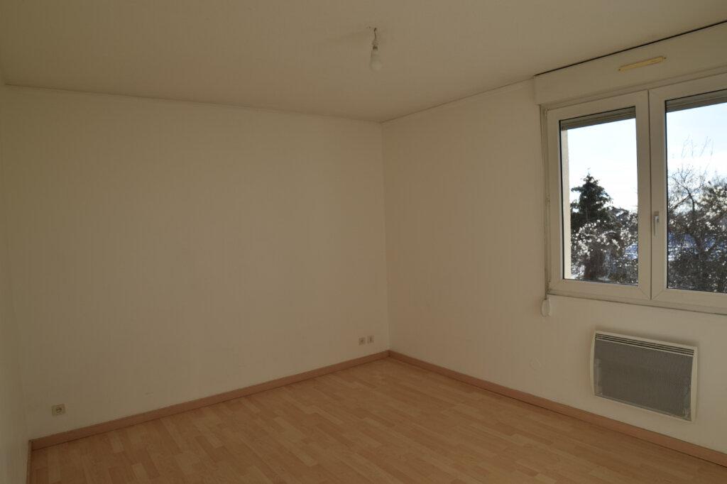 Appartement à louer 4 129.84m2 à Gex vignette-13