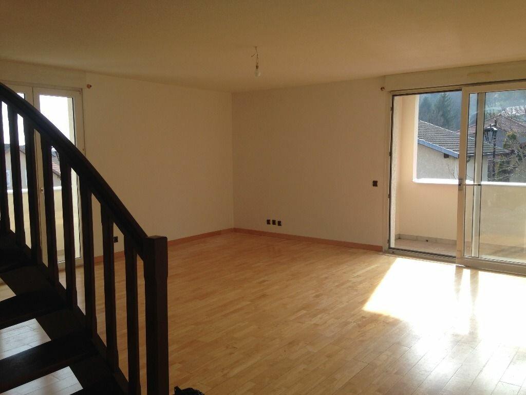 Appartement à louer 4 129.84m2 à Gex vignette-15
