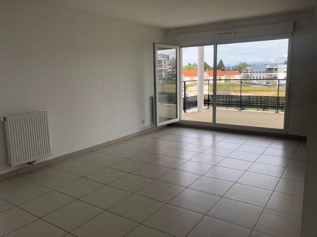 Appartement à louer 3 73.58m2 à Saint-Genis-Pouilly vignette-2