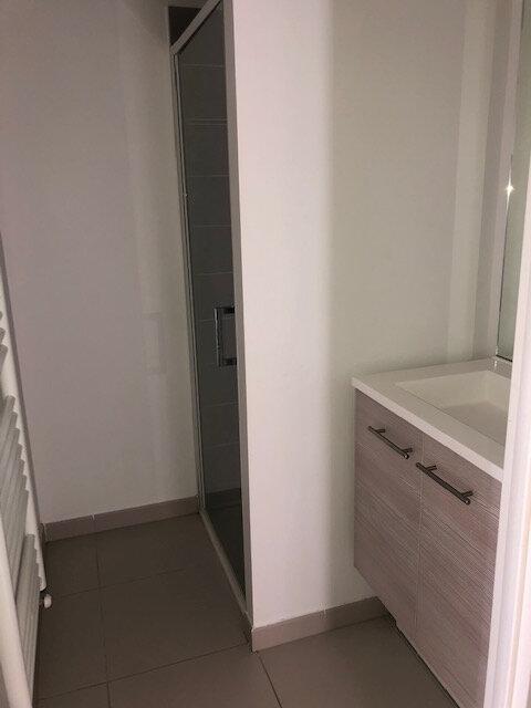 Appartement à louer 3 73.58m2 à Saint-Genis-Pouilly vignette-6
