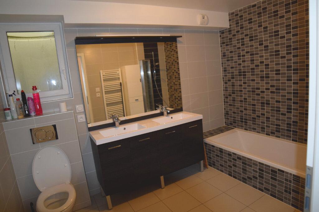 Appartement à louer 3 73m2 à Divonne-les-Bains vignette-7
