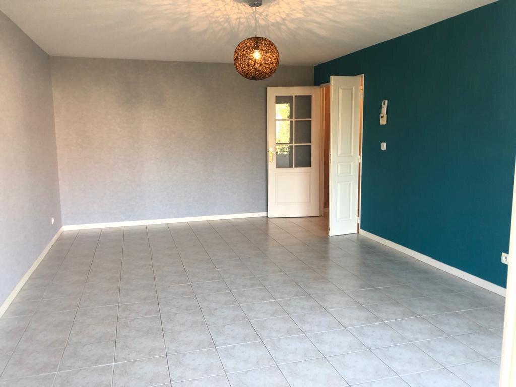 Appartement à louer 3 67.49m2 à Gex vignette-1