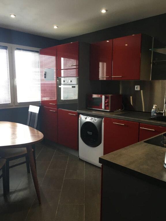 Appartement à louer 2 47.28m2 à Saint-Genis-Pouilly vignette-1