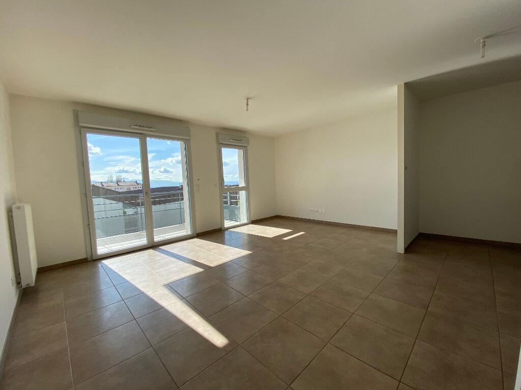 Appartement à louer 3 66.75m2 à Gex vignette-2