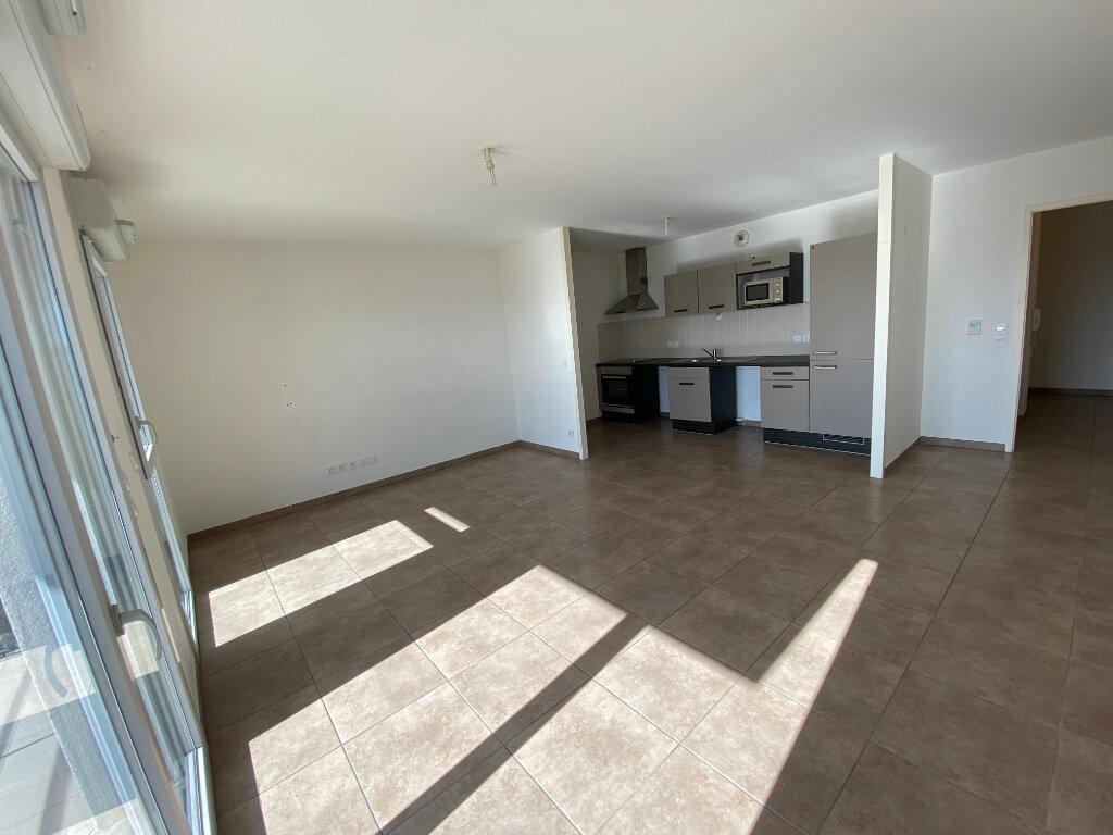 Appartement à louer 3 66.75m2 à Gex vignette-3