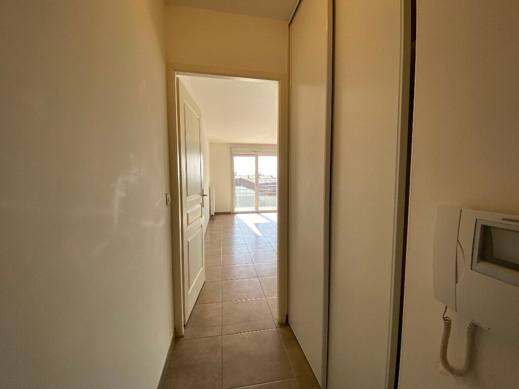 Appartement à louer 3 66.75m2 à Gex vignette-7