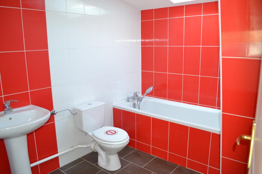 Appartement à louer 4 80m2 à Talange vignette-5