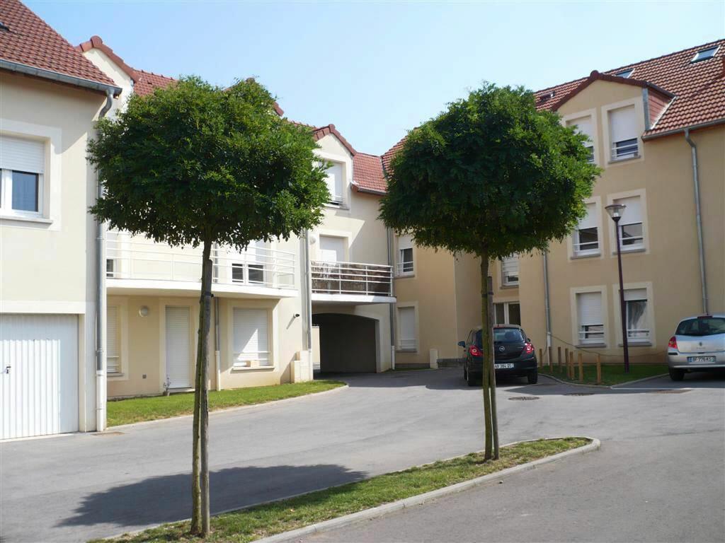 Appartement à louer 6 147.1m2 à Guénange vignette-2