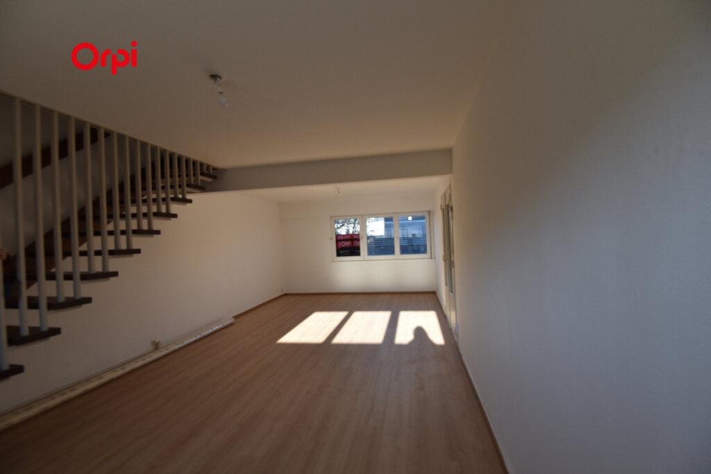 Appartement à louer 5 94.44m2 à Thionville vignette-1
