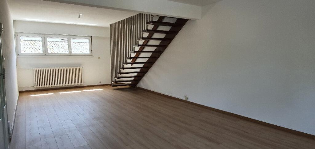 Appartement à louer 5 94.44m2 à Thionville vignette-2