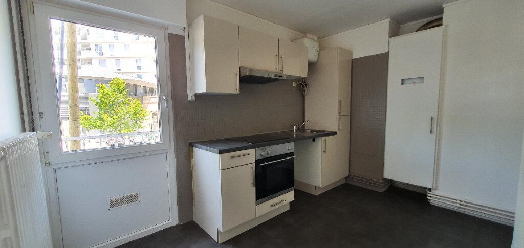 Appartement à louer 5 94.44m2 à Thionville vignette-3